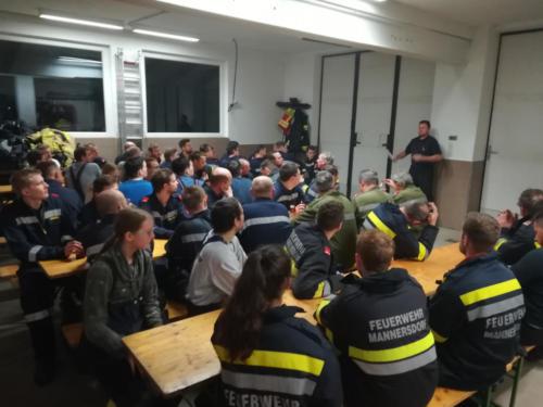 Nachbesprechung/Versorgung im FF Haus Mannersdorf