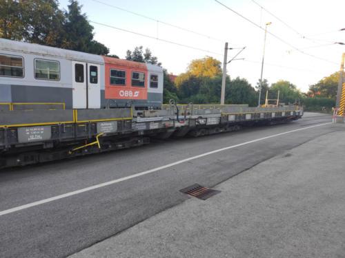 Tunnelrettungszug und Niederflurwagen für die Einsatzfahrzeuge