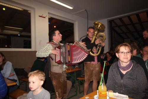 Musikant Christoph Mittermayr mit seinem Kollegen