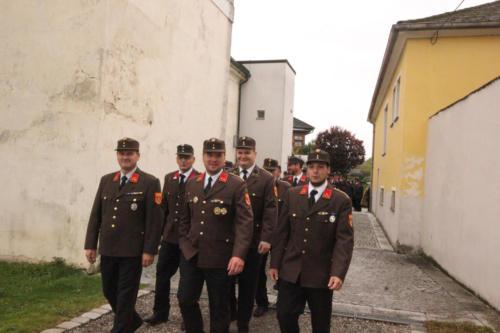 Kameraden beim Ausmarsch aus der Kirche