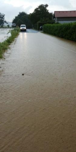 Straßenüberflutung in Anzenberg