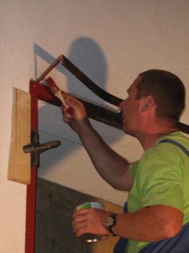 Harry beim Sanierungsarbeiten der Tore im Jahr 2011